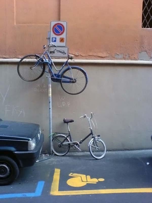 Name:  strangebicycleparking02dw7.jpg Views: 146 Size:  65.3 KB