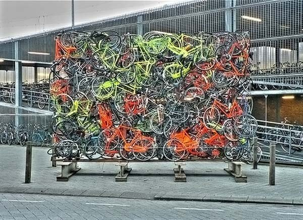 Name:  strangebicycleparking11ar5.jpg Views: 140 Size:  103.9 KB