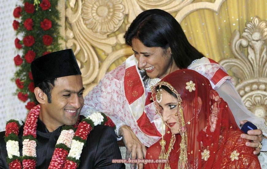 Name:  Shoaib Malik and Sania Mirza Wedding Picture (1).jpg Views: 7349 Size:  208.4 KB
