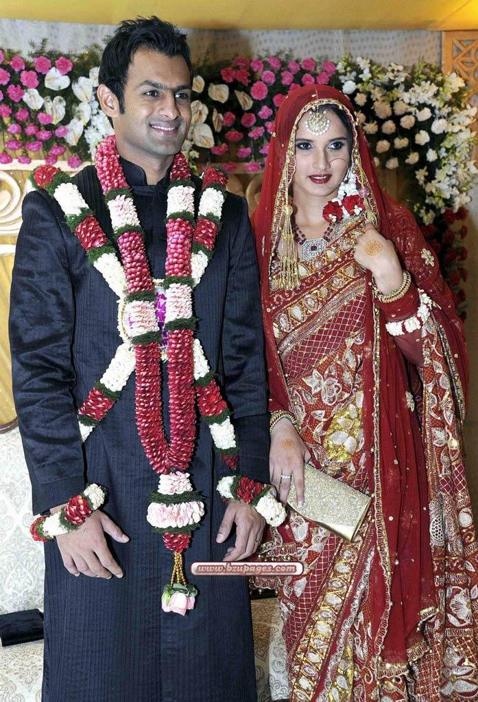 Name:  Shoaib Malik and Sania Mirza Wedding Picture (2).jpg Views: 25407 Size:  188.4 KB