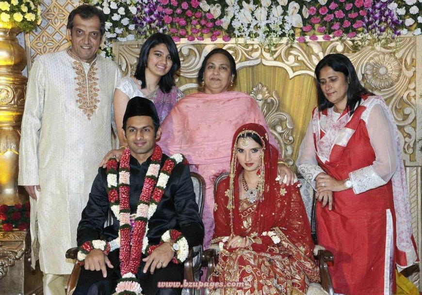 Name:  Shoaib Malik and Sania Mirza Wedding Picture (4).jpg Views: 2618 Size:  296.0 KB