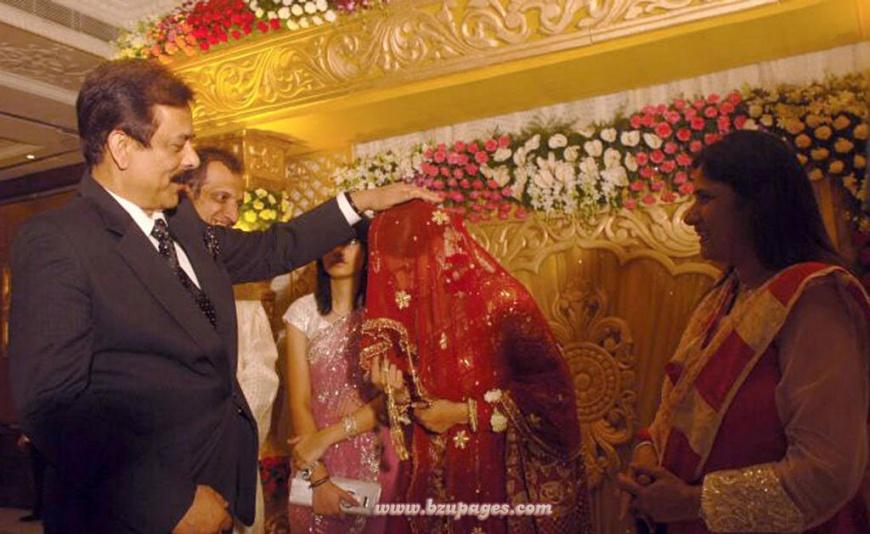 Name:  Shoaib Malik and Sania Mirza Wedding Picture (6).jpg Views: 2628 Size:  159.3 KB