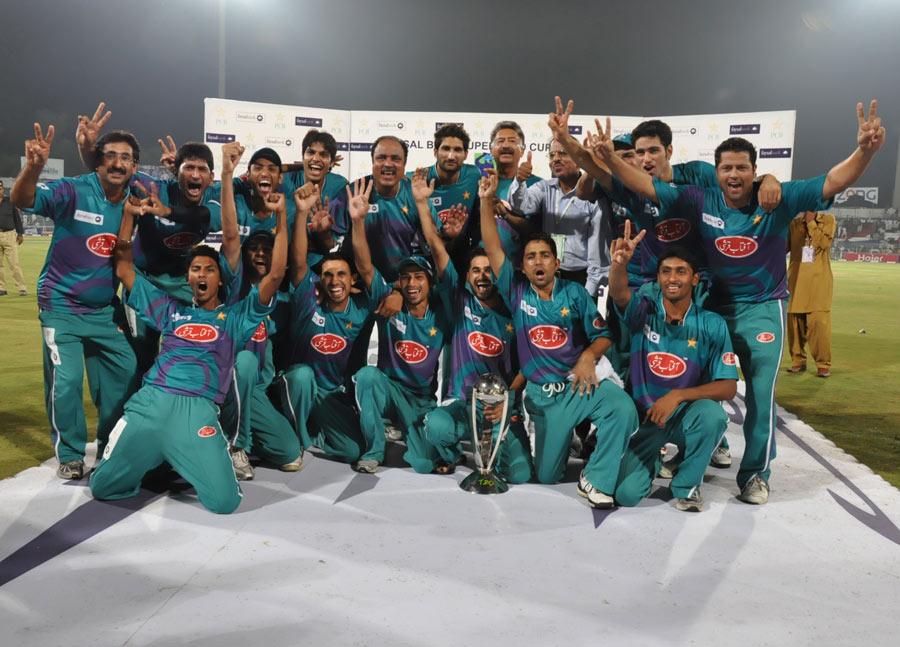 Rawalpindi Rams win title in Super over-jubilant-rawalpindi-rams-won-faysal-bank-super-8-t20-title-after-beating-karachi-dolphins-.jpg
