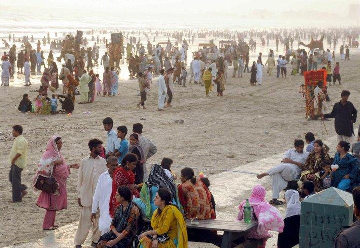 Name:  People on the Karachi beach.jpg Views: 5573 Size:  97.0 KB