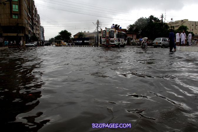 Name:  Rain flood 2011 Karachi street & road Picture (9).jpg Views: 490 Size:  90.7 KB