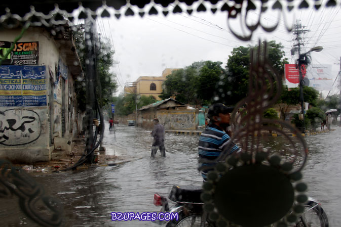 Name:  Rain flood 2011 Karachi street & road Picture (10).jpg Views: 568 Size:  101.0 KB