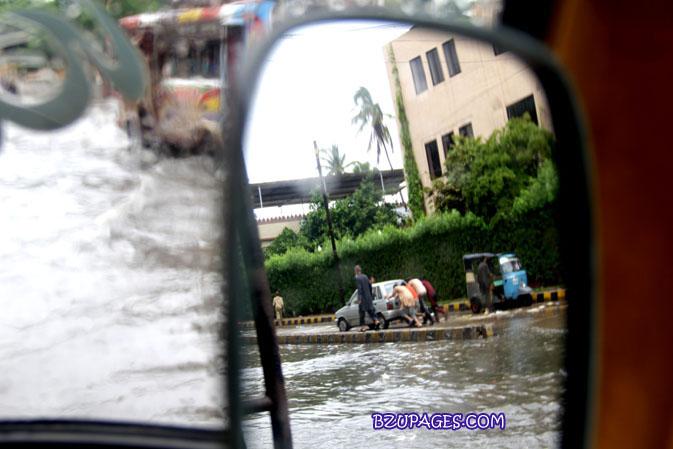 Name:  Rain flood 2011 Karachi street & road Picture (11).jpg Views: 610 Size:  84.2 KB