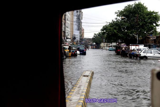 Name:  Rain flood 2011 Karachi street & road Picture (12).jpg Views: 360 Size:  84.9 KB