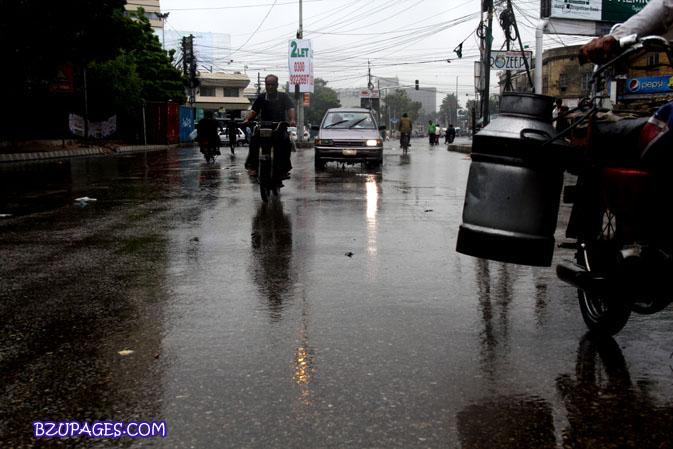 Name:  Rain flood 2011 Karachi street & road Picture (13).jpg Views: 452 Size:  96.4 KB