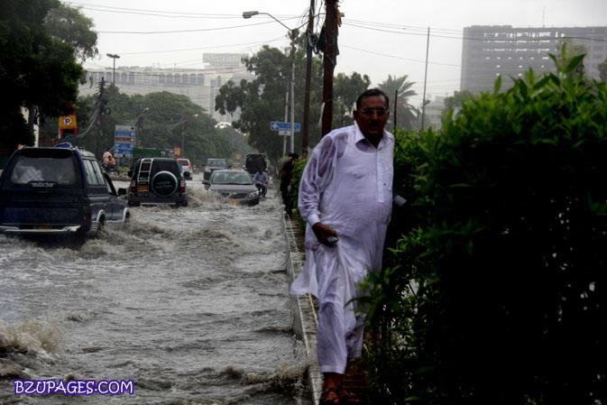 Name:  Rain flood 2011 Karachi street & road Picture (14).jpg Views: 381 Size:  91.9 KB