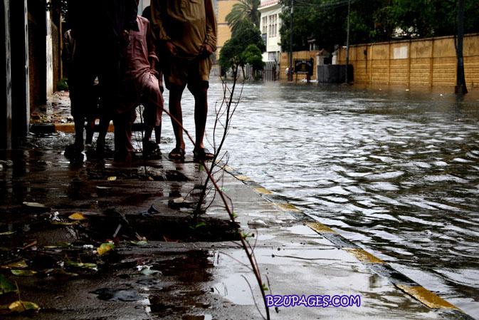 Name:  Rain flood 2011 Karachi street & road Picture (16).jpg Views: 407 Size:  133.7 KB