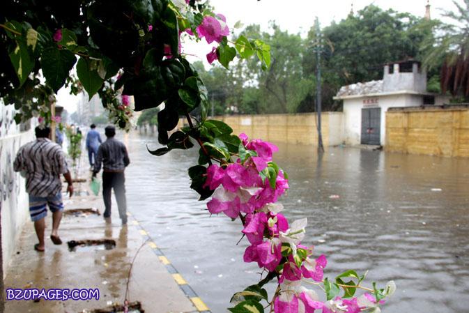Name:  Rain flood 2011 Karachi street & road Picture (17).jpg Views: 380 Size:  115.5 KB