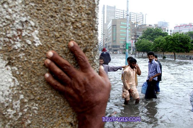 Name:  Rain flood 2011 Karachi street & road Picture (20).jpg Views: 348 Size:  118.6 KB