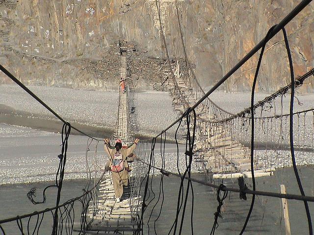 Name:  Bridge in the Karakorams, Women cross the Hunza River near Passu, Pakistan.jpg Views: 481 Size:  183.3 KB