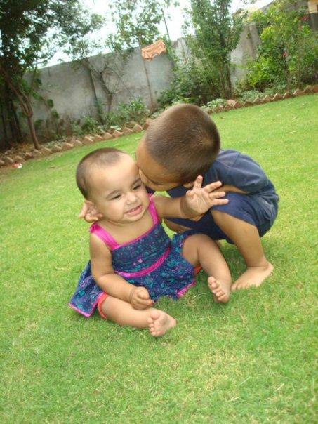 Name:  kisser kids in the lawn.jpg Views: 375 Size:  73.0 KB