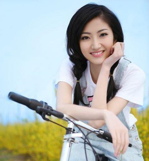 Name:  girl smiling.jpg Views: 9790 Size:  51.4 KB