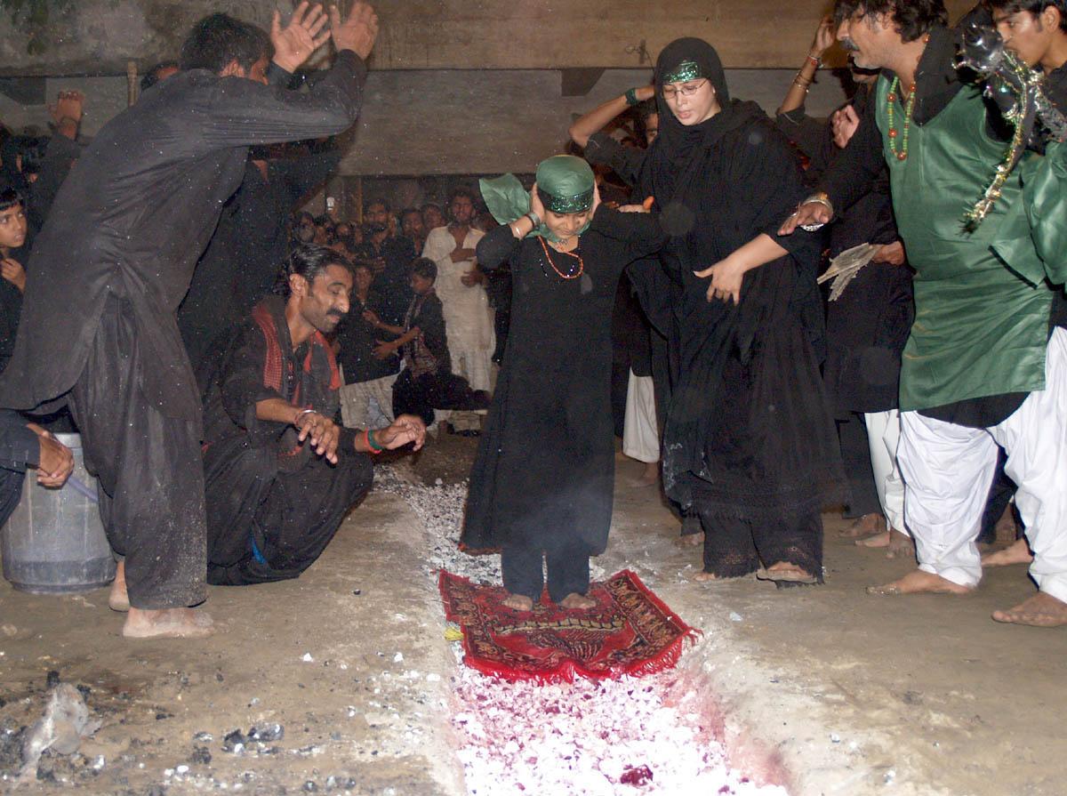 HaiderAbad (Pakistan) main Shia bachi ko Angaron per Namaz Parhai jaa rahi hay, matam-haider-abad-pakistan-main-shia-bachi-ko-angaron-per-namaz-parhai-jaa-rahi-hay-matam.jpg