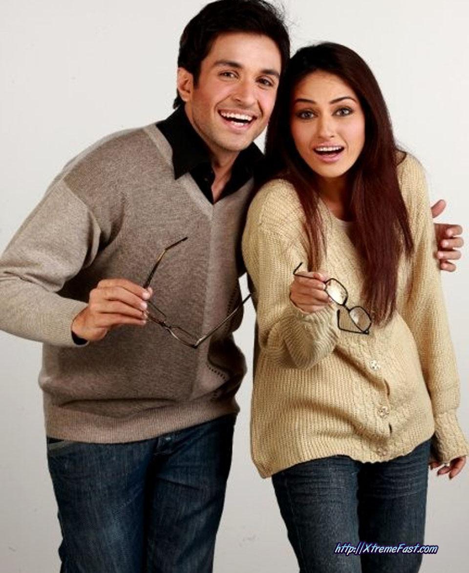 Winter Season in Pakistan-boy-girls-wearing-brings-sweaters-jackets-3-.jpg