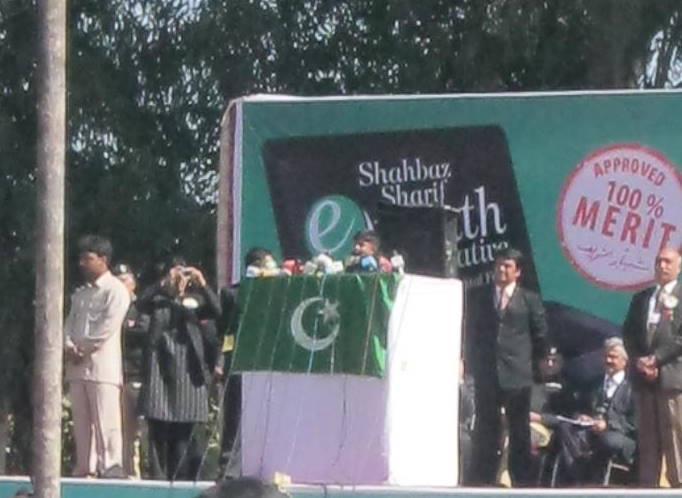 Name:  Laptop Distribution Ceremony in BZU by Nawaz Sharif (9).jpg Views: 2538 Size:  45.7 KB