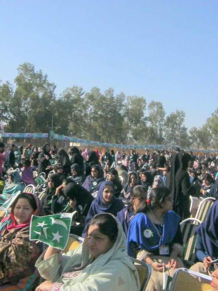 Name:  Laptop Distribution Ceremony in BZU by Nawaz Sharif (13).jpg Views: 3190 Size:  96.7 KB
