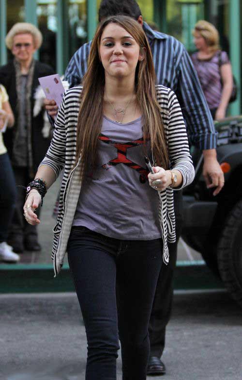 Name:  Hollywood Miley Cyrus (6).jpg Views: 2896 Size:  62.9 KB