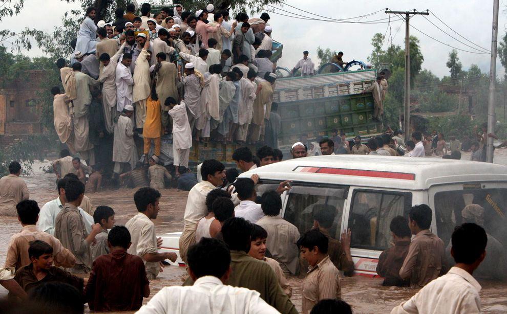 floods in essay floods in essay essay on flood essay on planet earth global warming essays essay on